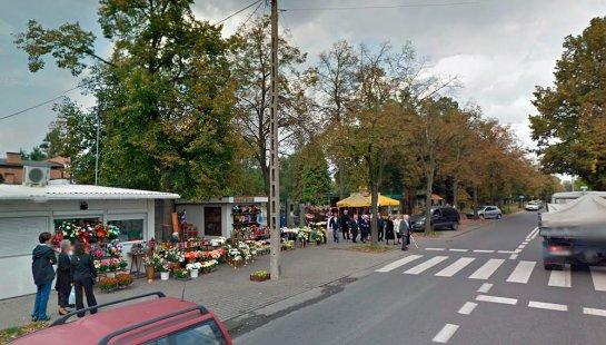 Wejście na cmentarz na Mani (fot. GSV/Nacho)
