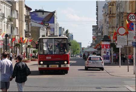 Zabytkowy ikarus na ulicy Piotrkowskiej - fot. Nacho
