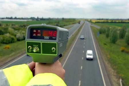 Mierzyć prędkość można także z mostów (fot. iStockphoto)
